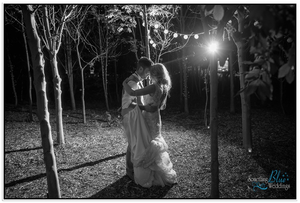 oaklands-wedding-yorkshire-first-dance-outside