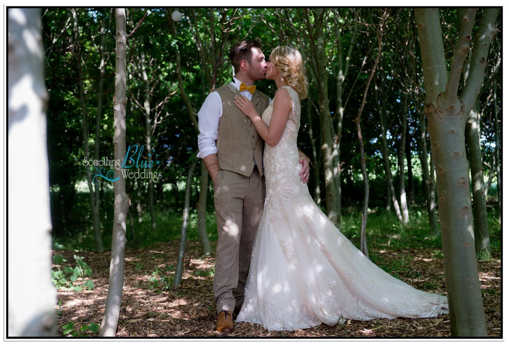 oaklands-wedding-yorkshire-woods-kiss